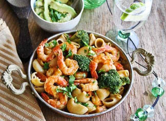 Pasta, brocoli y camarones