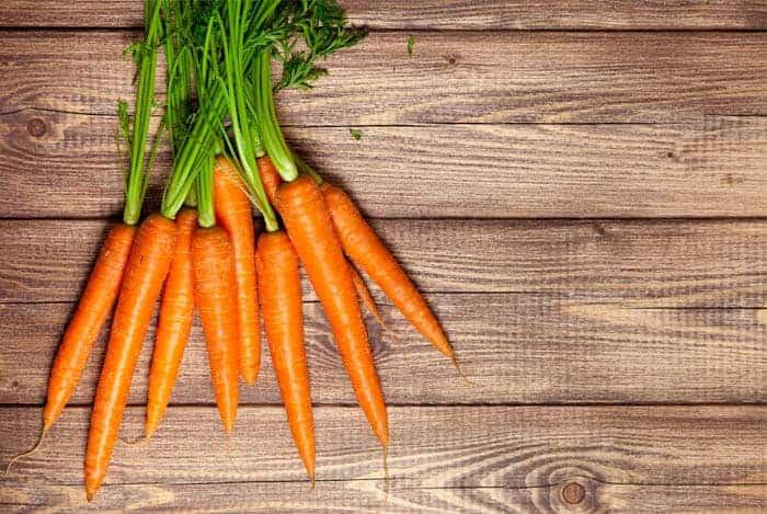 Zanahorias sobre maderas