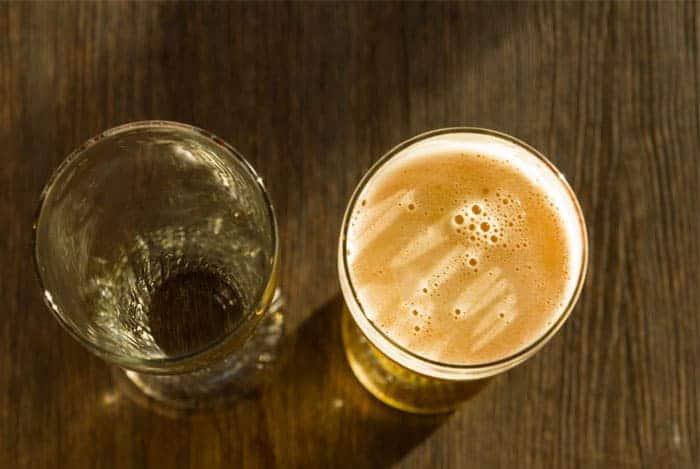Cerveza compara con el agua