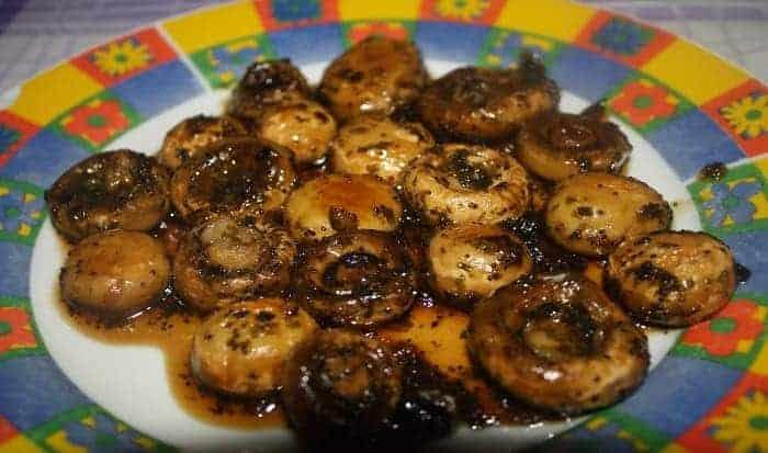 Los champiñones caramelizados con soja proponen un sabor diferente a tu mesa