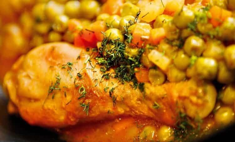 pollo guisado con legumbres y maíz tipsnutritivos